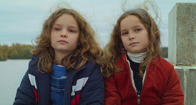 [10월 1째 주 개봉작 소개] '쁘띠 마망' 셀린 시아마와 '다함께 여름!' 기욤 브락, 새로운 프랑스 거장들과 만나는 순간